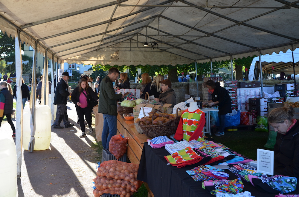 Försäljning på Bolstaholms Skördefest